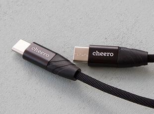 データ転送も可能な付属ケーブル(60cm)