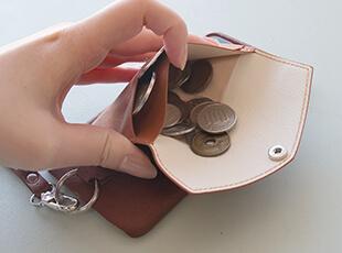 モノを入れやすい秘密は、ポケットの貼付にあり!?